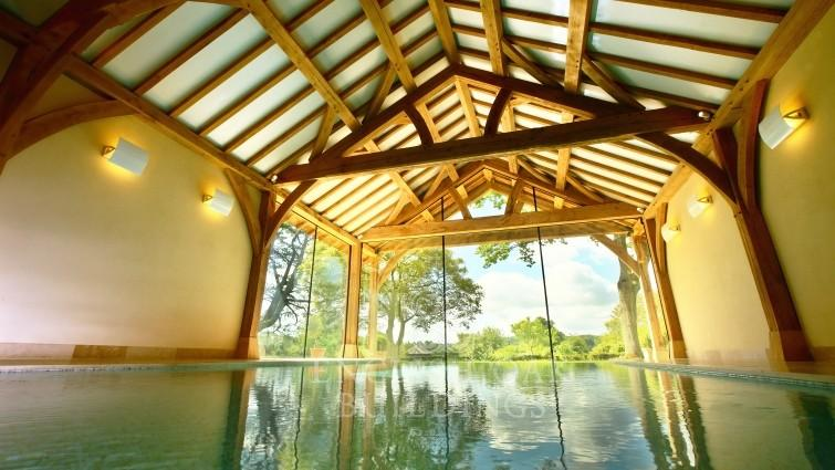 Oak framed swimming pool buildings