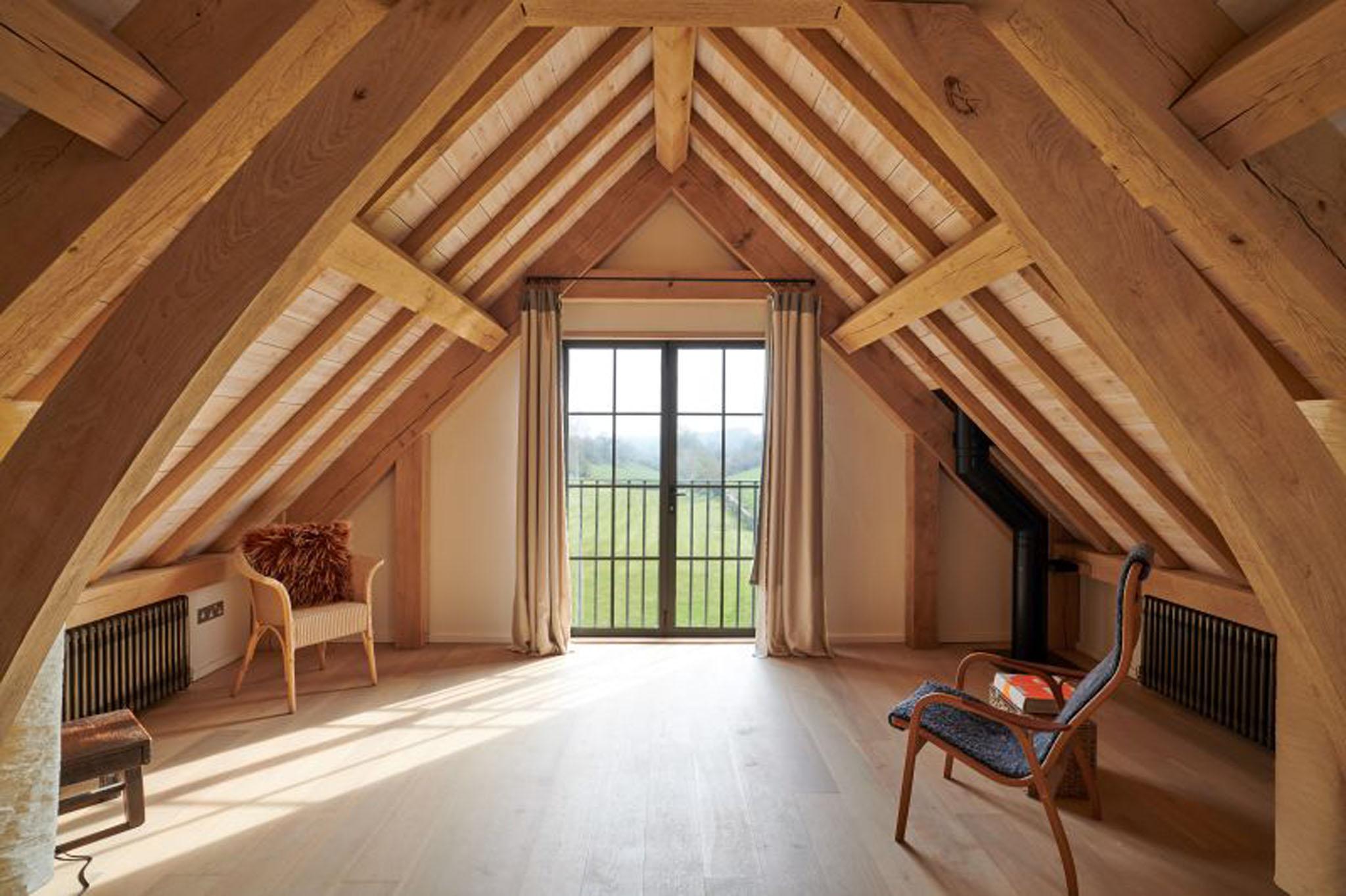 Oak Frame house - Sling brace truss - Wiltshire
