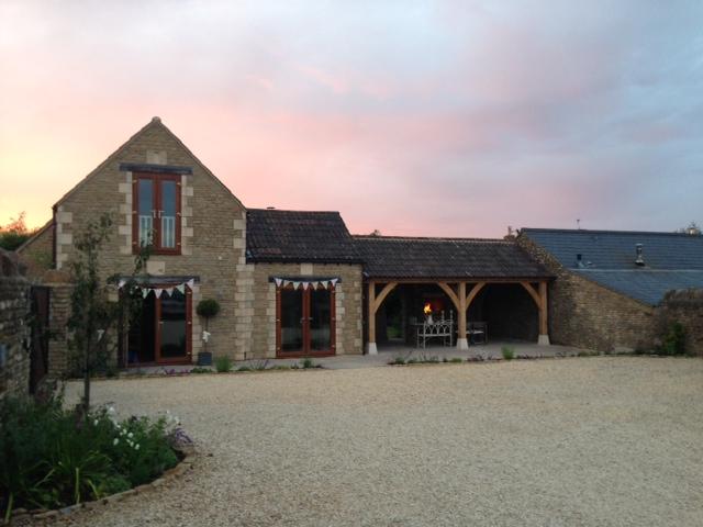Outdoor dining - garden dining - Wiltshire - 2