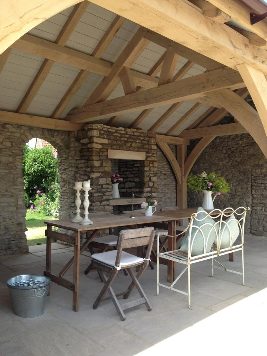 Outdoor dining - garden dining - Wiltshire