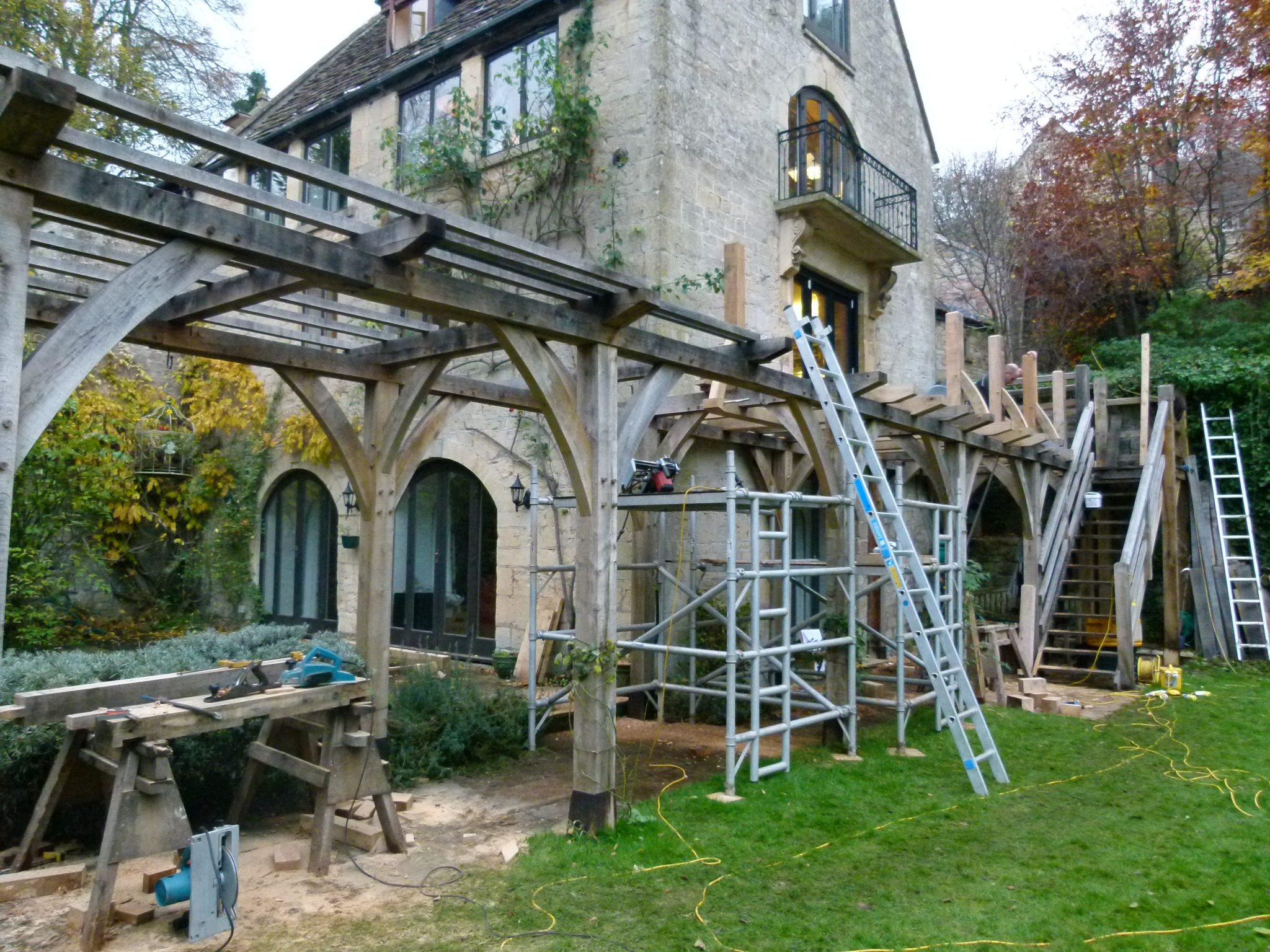 oak pergola and balcony - Turleigh - Wiltshire